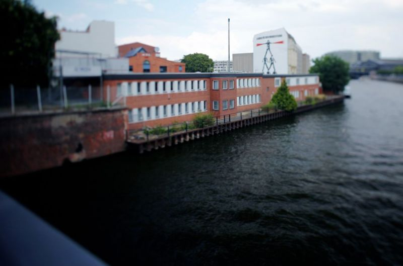 Office-Building-of-Marschallbruecke-bridge-border-crossing-station-for-ships-Schiffbauerdamm-Km-17-Mitte