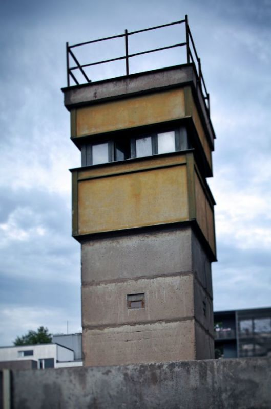 Post-Tower-of-BT-9-type-Bernauer-Strasse-Km-13-Mitte