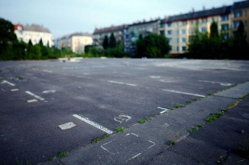 Traces-of-posts-of-limiting-fence-Bornholmer-Strasse-Km-11-Prenzlauer-Berg-2