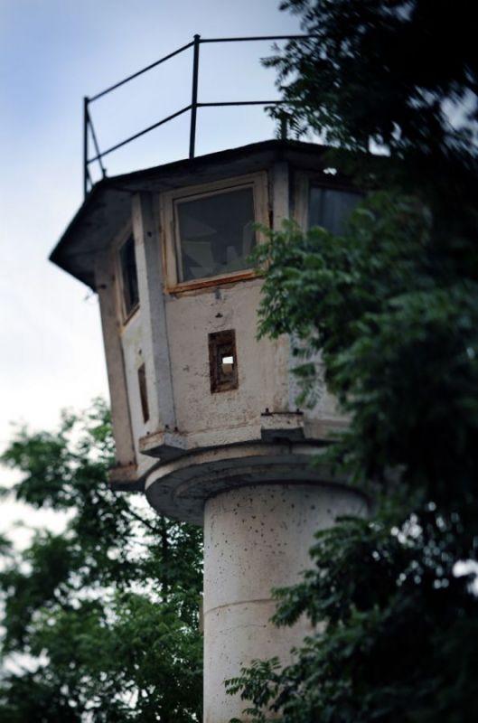 Watchtower-of-BT-11-type-Erna-Berger-Strasse-Km-19-Mitte-2