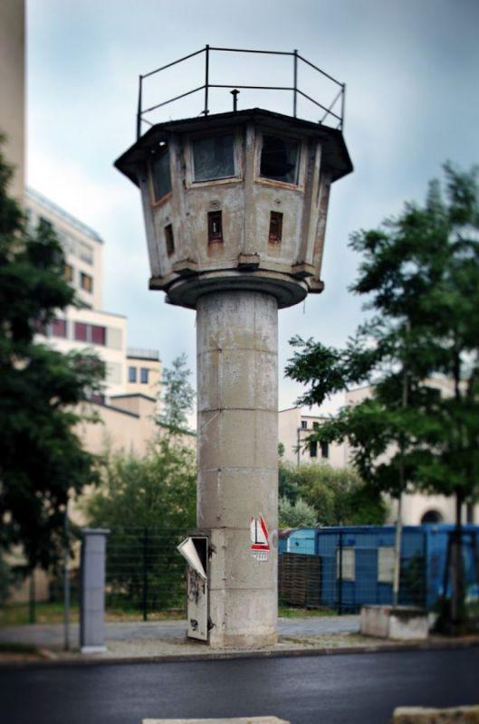 Watchtower-of-BT-11-type-Erna-Berger-Strasse-Km-19-Mitte